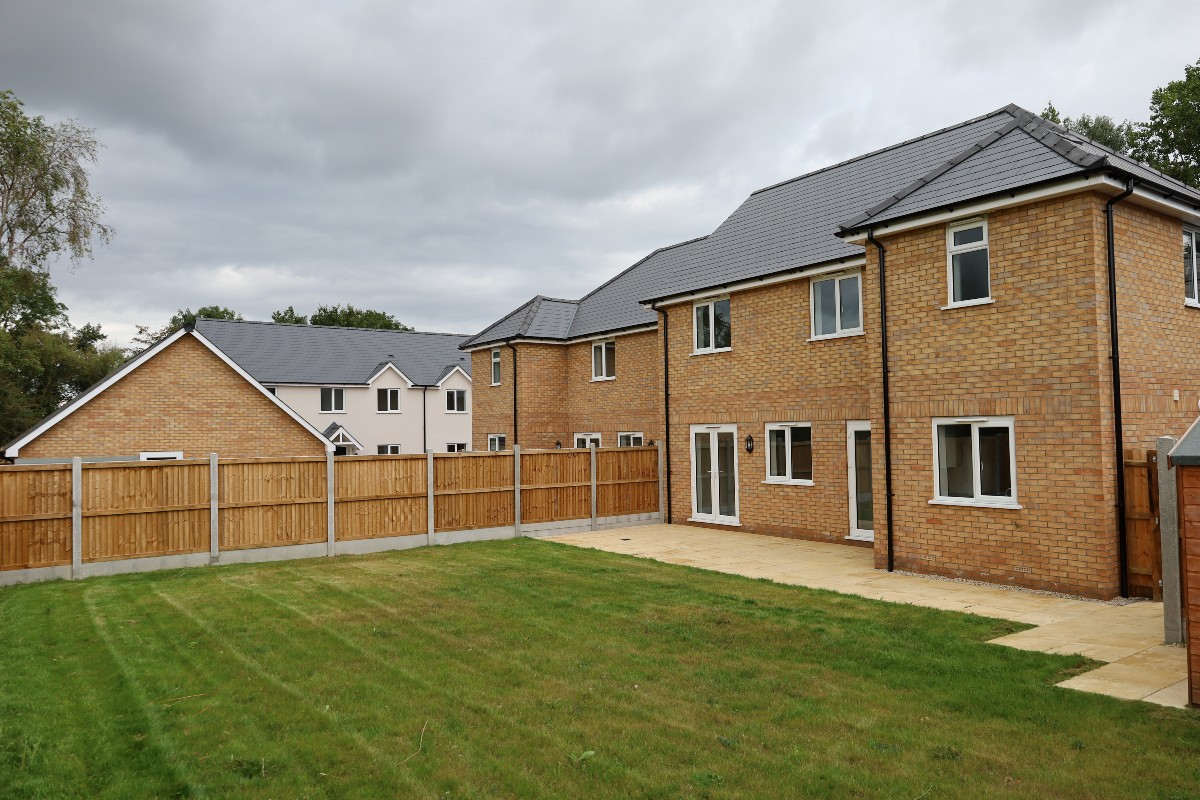 White Hart Close, Wix - Residential Construction - Photo 4